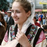 romanian-woman-romanians-traditional-costumes-dress-eastern-european-people-2
